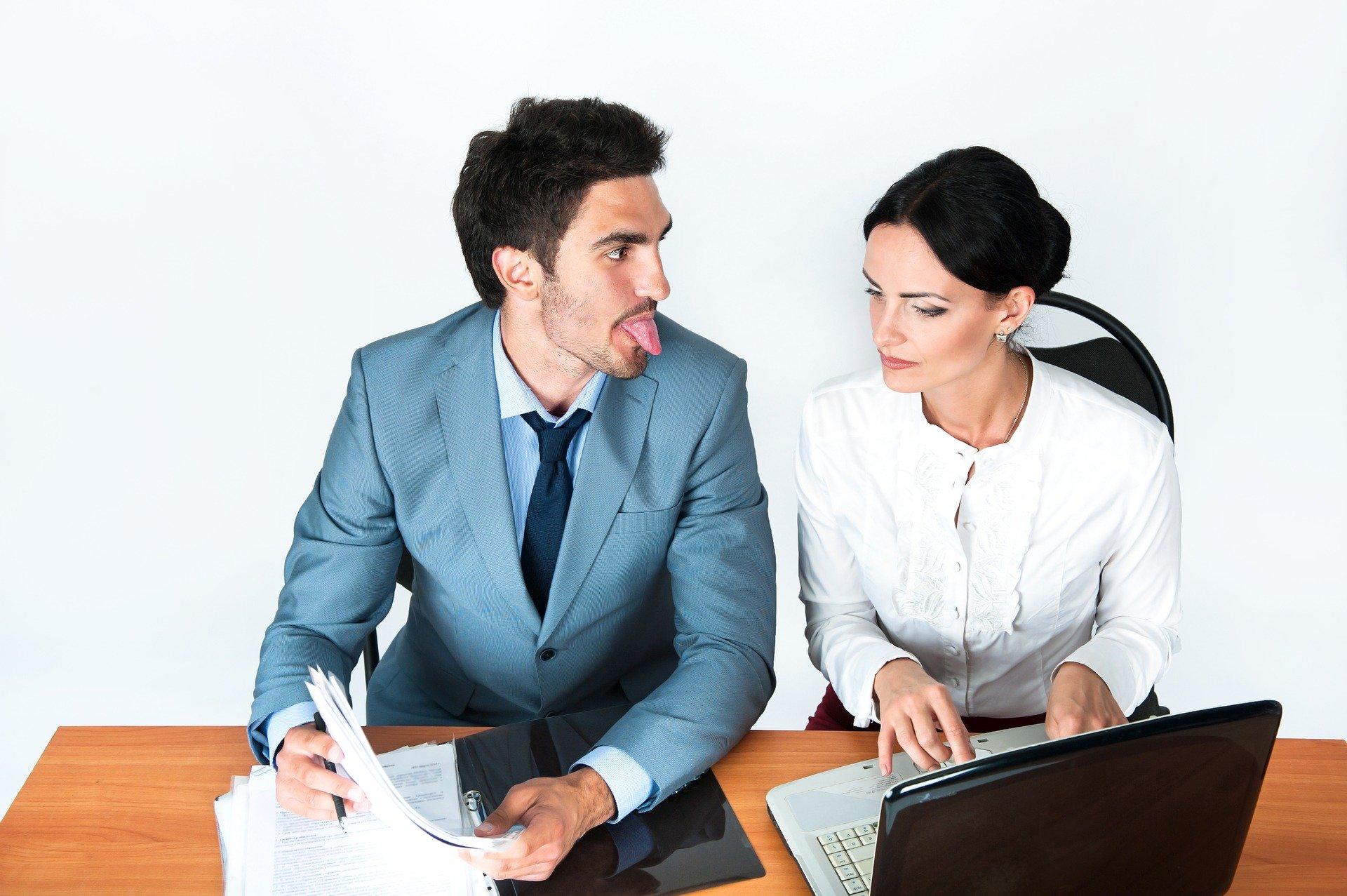 不倫を上司としてしまったら!?社内バレを防ぐために注意すべき行動と態度を徹底解明