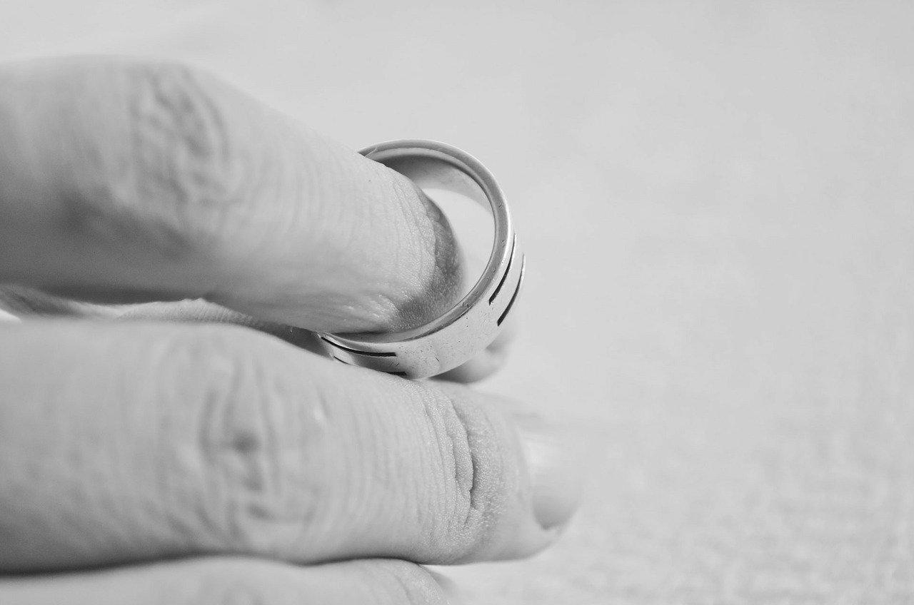 離婚する夫婦の特徴とスムーズに既婚者男性を奥さんと別れさせるために取るべき行動