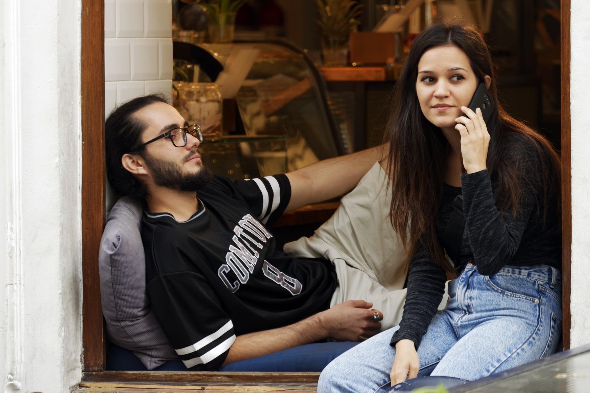 不倫アプリで既婚男性と連絡を取り合う時に注意すべき連絡の取り方と不倫バレを防ぐ方法