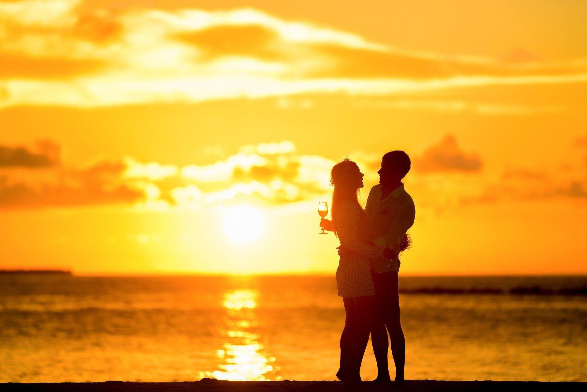 既婚者の男性からハグ!「彼女をハグしたい」と男性が思うきっかけと彼に熱烈な愛を伝える方法