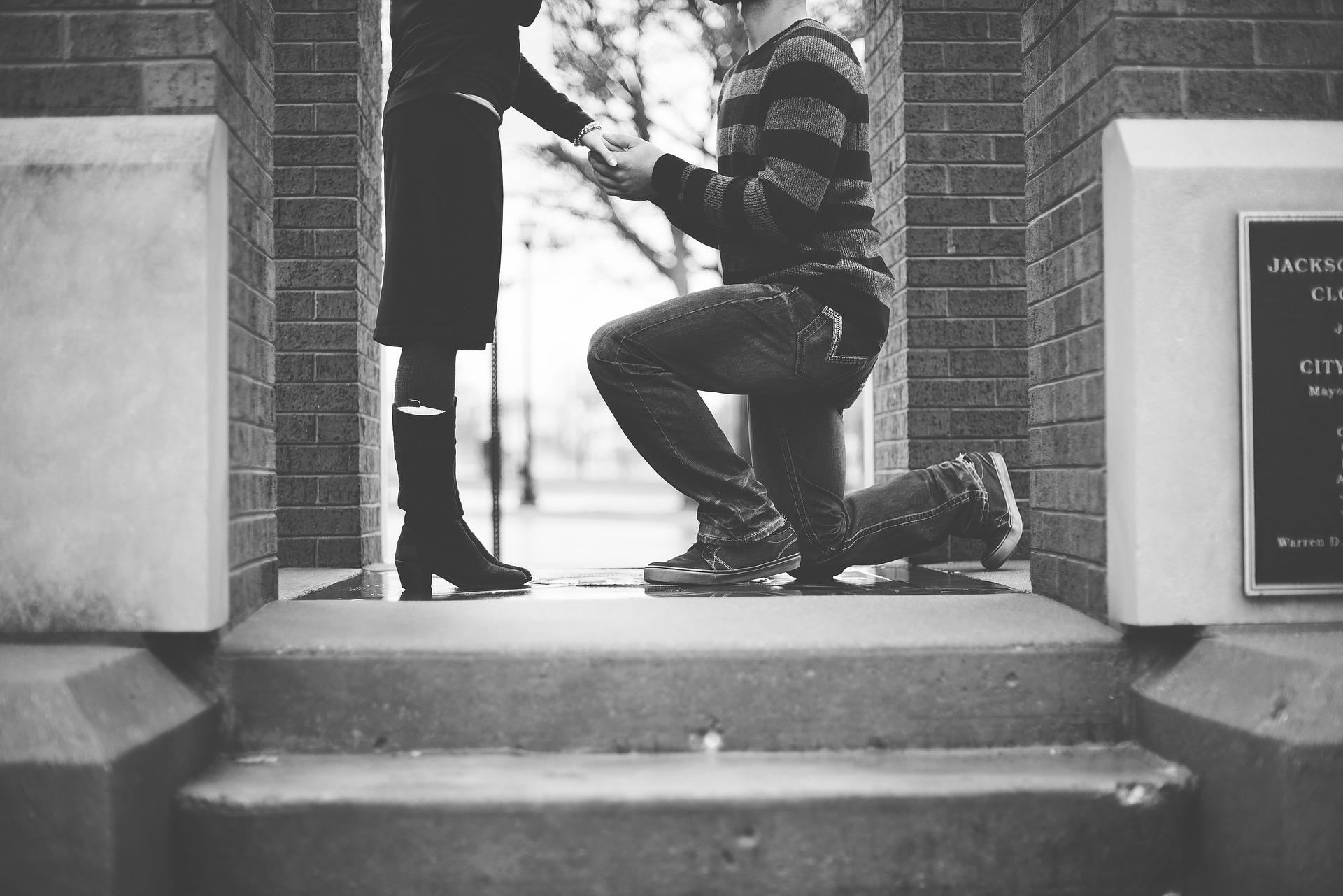 既婚者から告白!既婚男性が好きな女性に想いを伝える時の心理と彼を受け入れて不倫愛を続ける方法